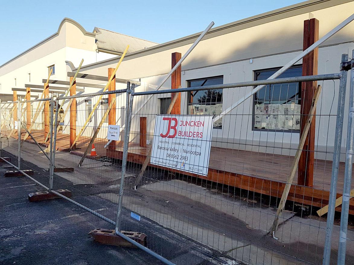 juncken-builders-taphouse-fencing-1500